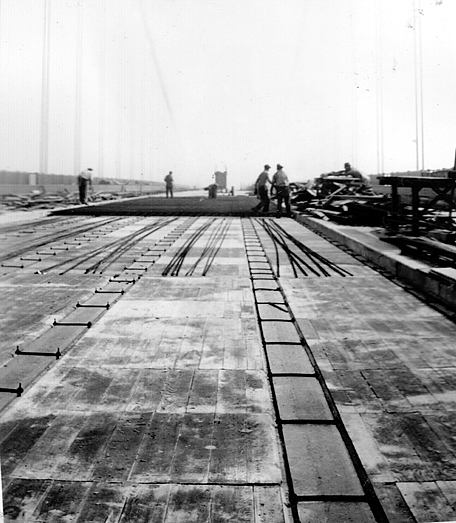 Laying deck, Golden Gate Bridge construction